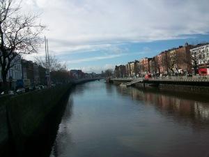 Skats, ejot pāri Dublinas kanālam